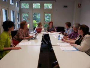 Reunión de Zonta Madrid Km 0, analizando el trabajo de cada comité